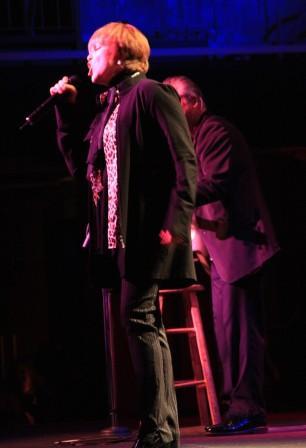 Pat Benatar and partly Neil Giraldo, photo by Jim Hendershot 6/24/08