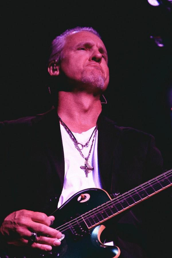 Neil Giraldo, photo by Jim Hendershot 6/24/08
